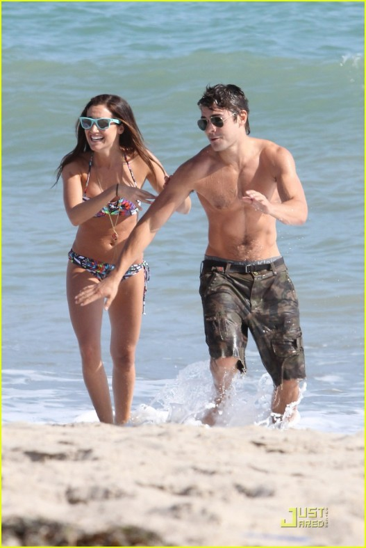 Are Ashley Tisdale And Zac Efron Still Hookup